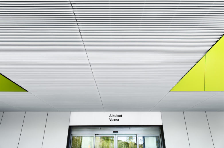 Suspended ceiling covered with PS-P louvers, Jorvi Hospital, Espoo.
